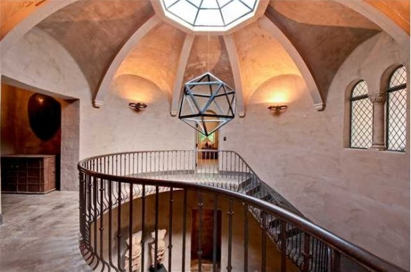 the-rotunda-has-limestone-tile-floors