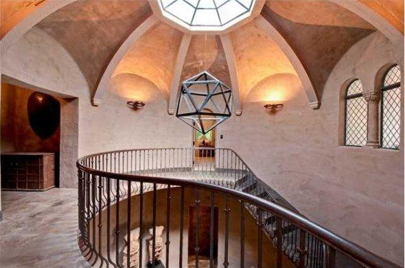 the-rotunda-has-limestone-tile-floors